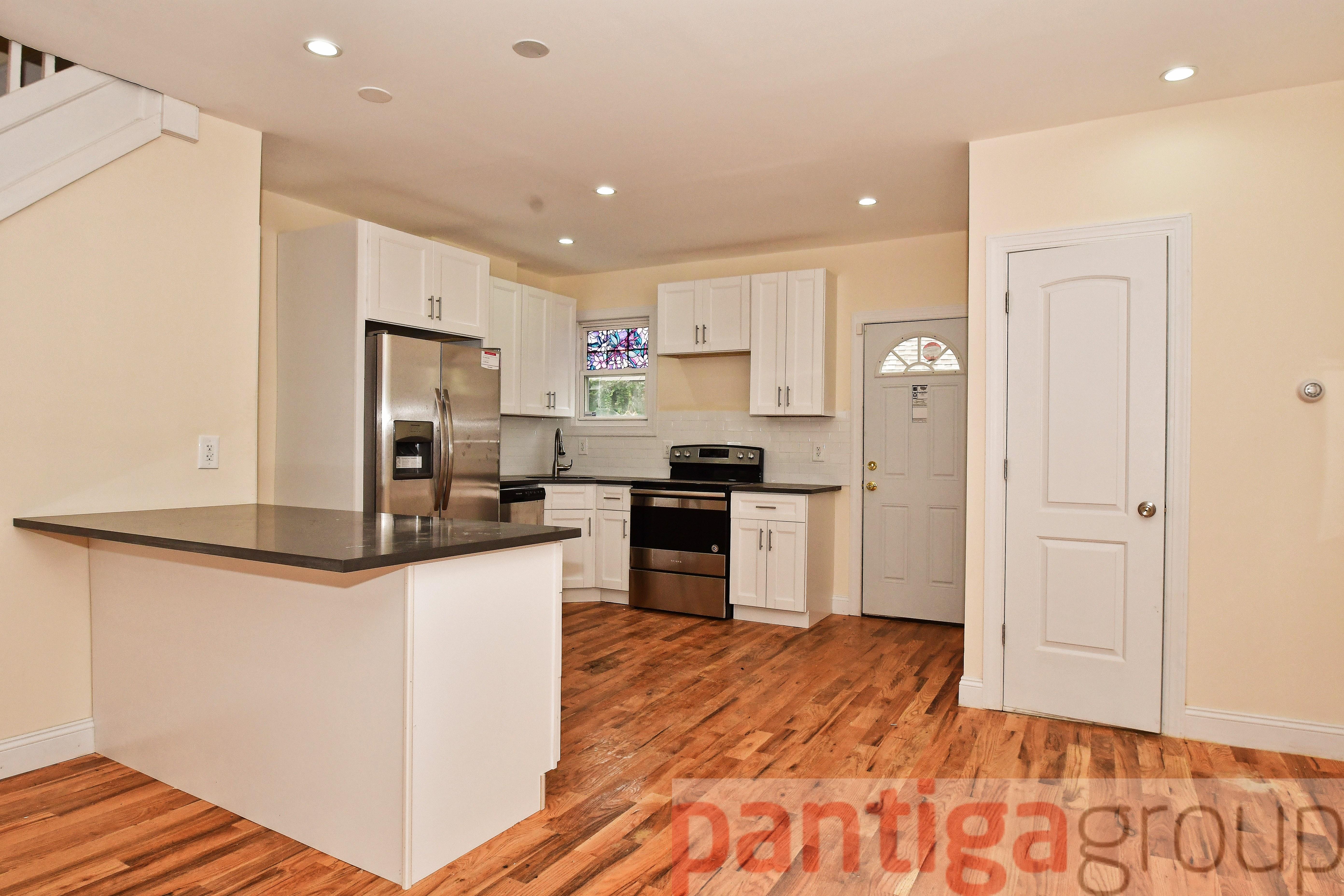 Kitchen cabinets in the bronx ny - 1124 Underhill Ave Bronx Ny 10472