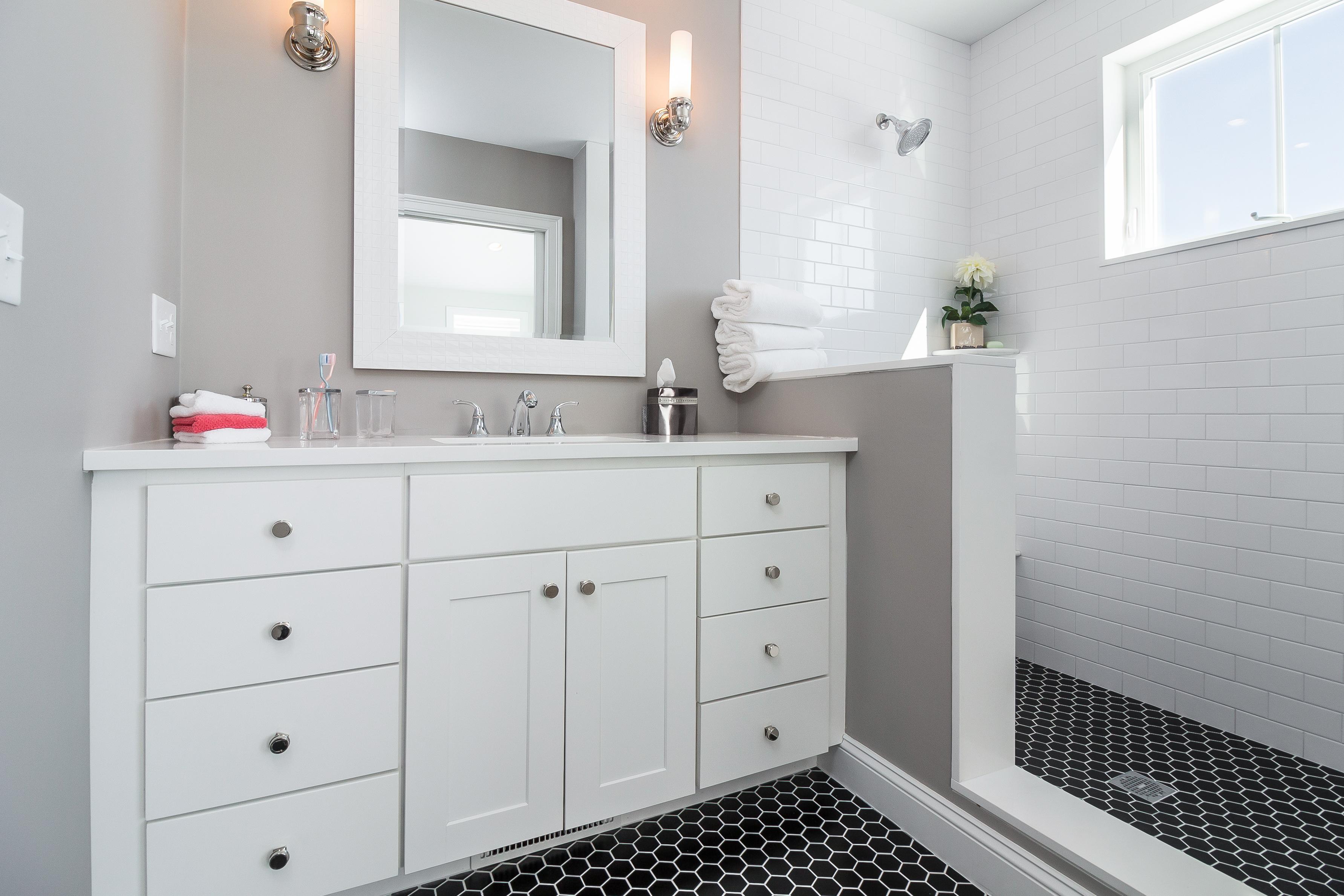 Bathroom suites warwick - 1 Naushon Av 1 Pawtuxet Village Warwick Ri 02888